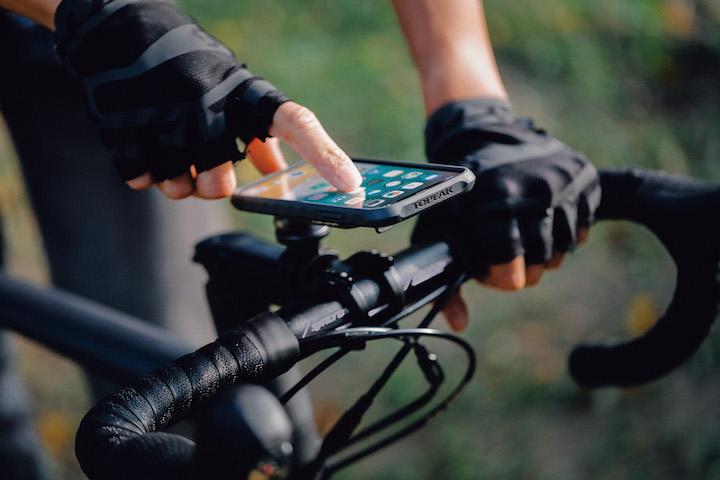 Topeakのiphone用スマホケースは自転車用ホルダーにもなるぞ Gp