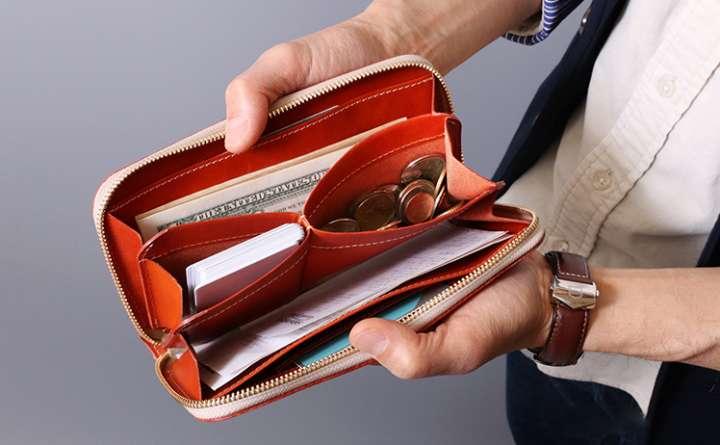 a4bdbab0f551 いっぱい入るのに膨らまない!長財布の利点を生かした設計が面白い ...
