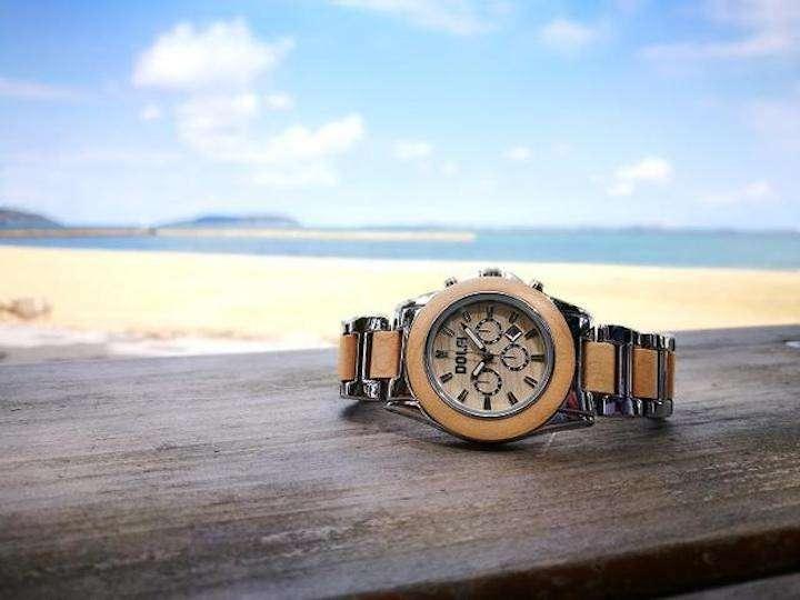 57177df1b7 クラウドファンディングサイト・Makuakeにて予約受付中の木製ステンレス腕時計「Dolfi(ドルフィー)」(2万980円~  6月26日現在)。ベルトやベゼルに大胆に天然木を ...