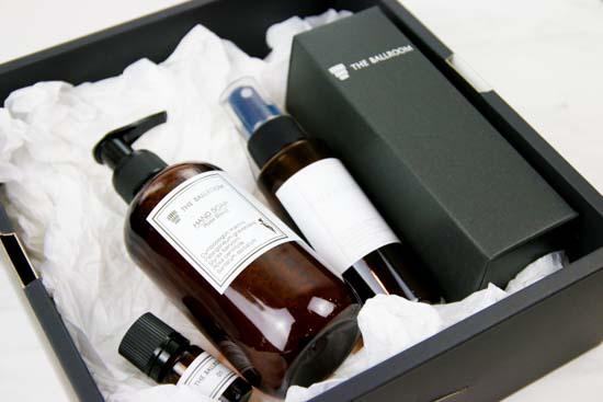 フレグランス黒箱セット(ソープ、GARDEN、エッセンシャルオイル、ルームスプレー100ml)