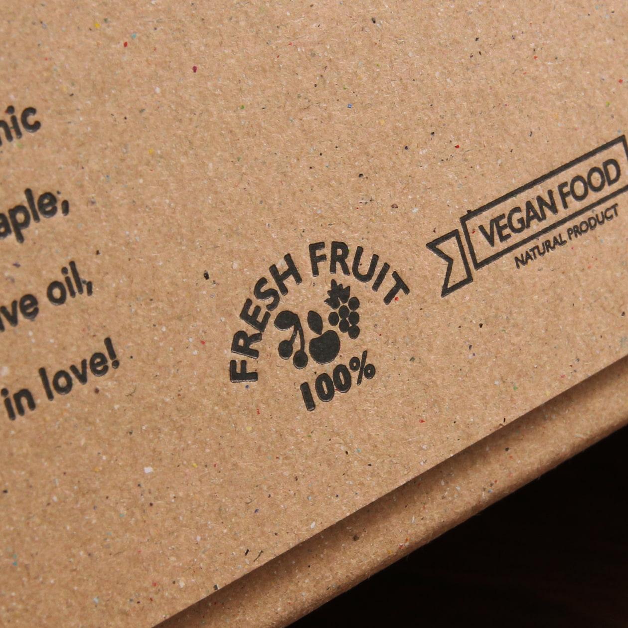 クラフト感のあるボード紙ブラウンのギフトボックス