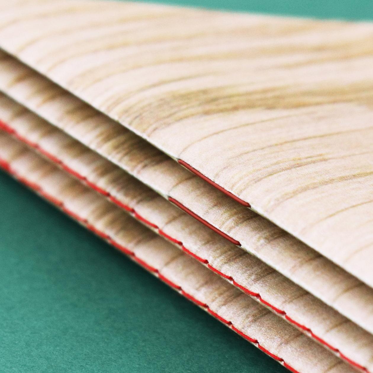 形がポップで目を引く 木製おもちゃメーカーの商品カタログ