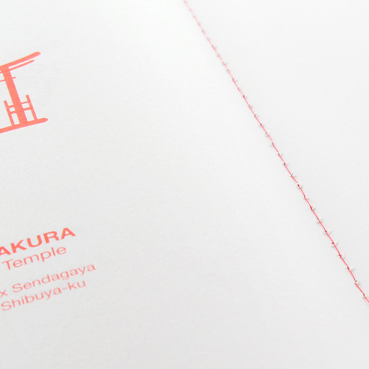 蛍光色の表紙のガイドブック