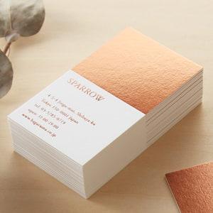 箔押しで華やかなギャラリーのショップカード