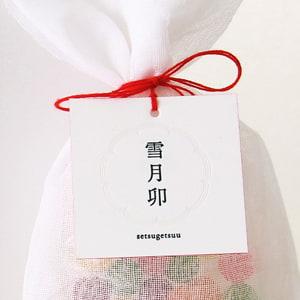 白が印象的なパッケージ用のタグ