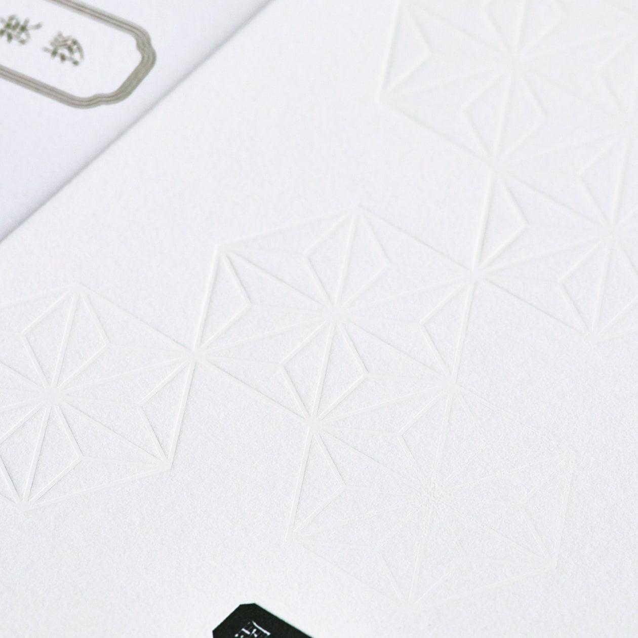 白×白で雪景色を思わせる和のカード