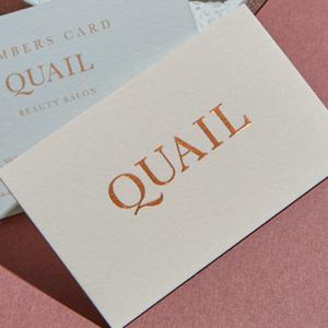 スキンカラーとカッパー箔が美しい印象のカード