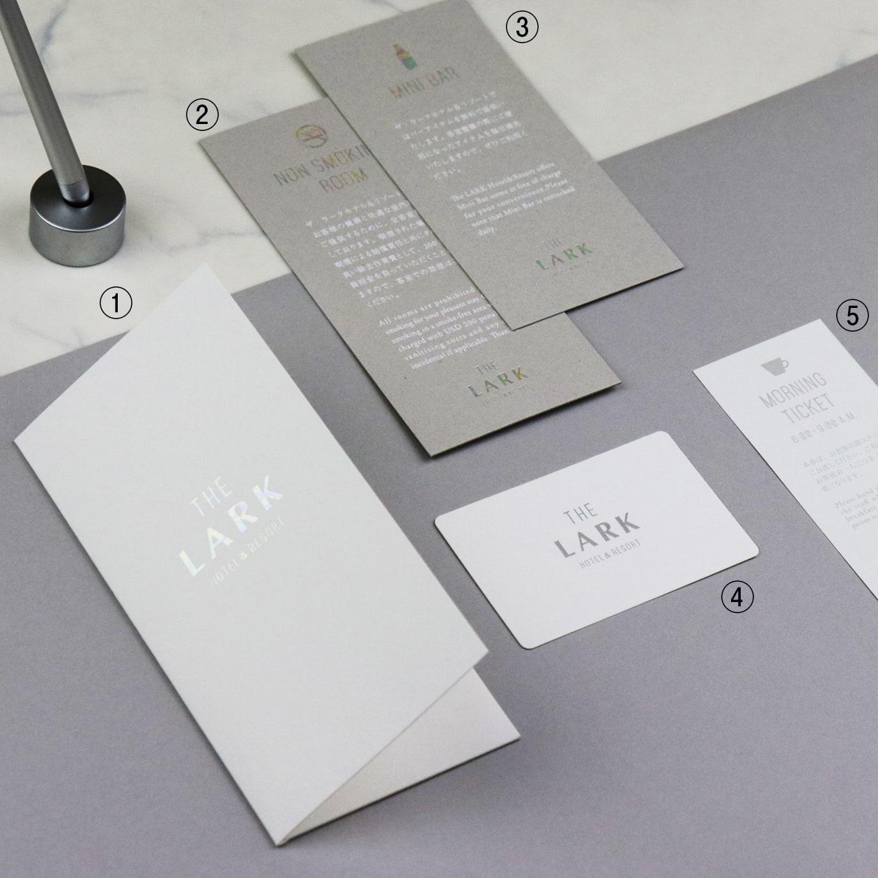 プリズム箔が目をひく ホテルのカードキー・チケット収納用フォルダー