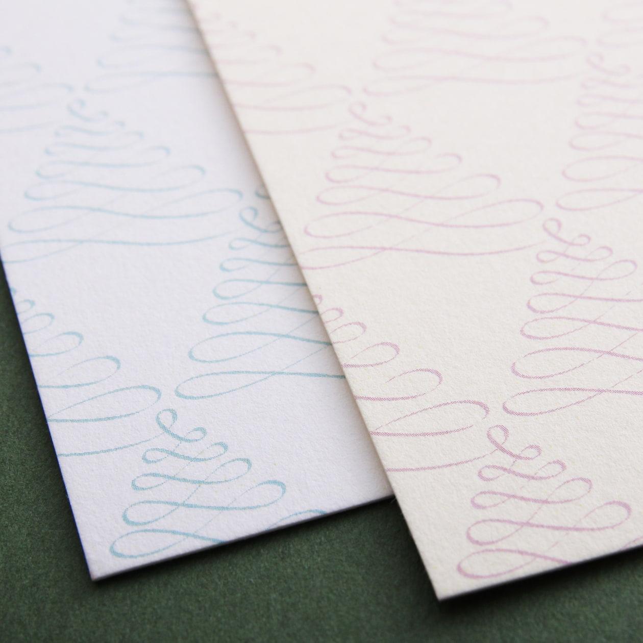 もみの木のようなモチーフが並んだ 正方形のカード