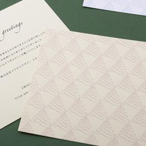 もみの木のようなモチーフが並んだ正方形のカード