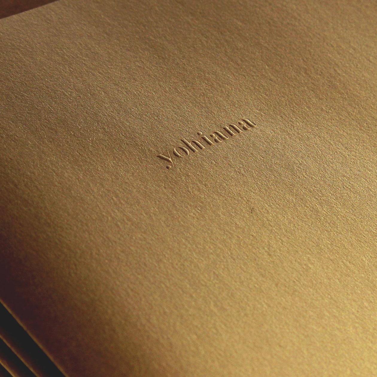アンティークな雰囲気の商品紹介パンフレット