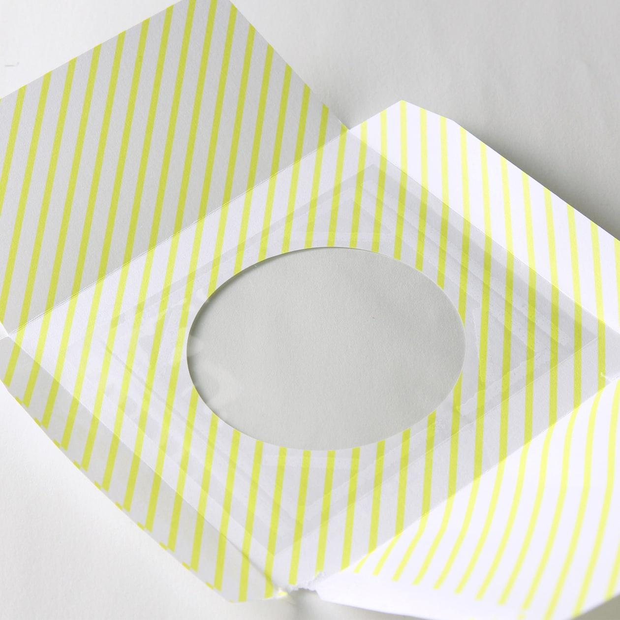 小さな正方形のオリジナル窓付封筒