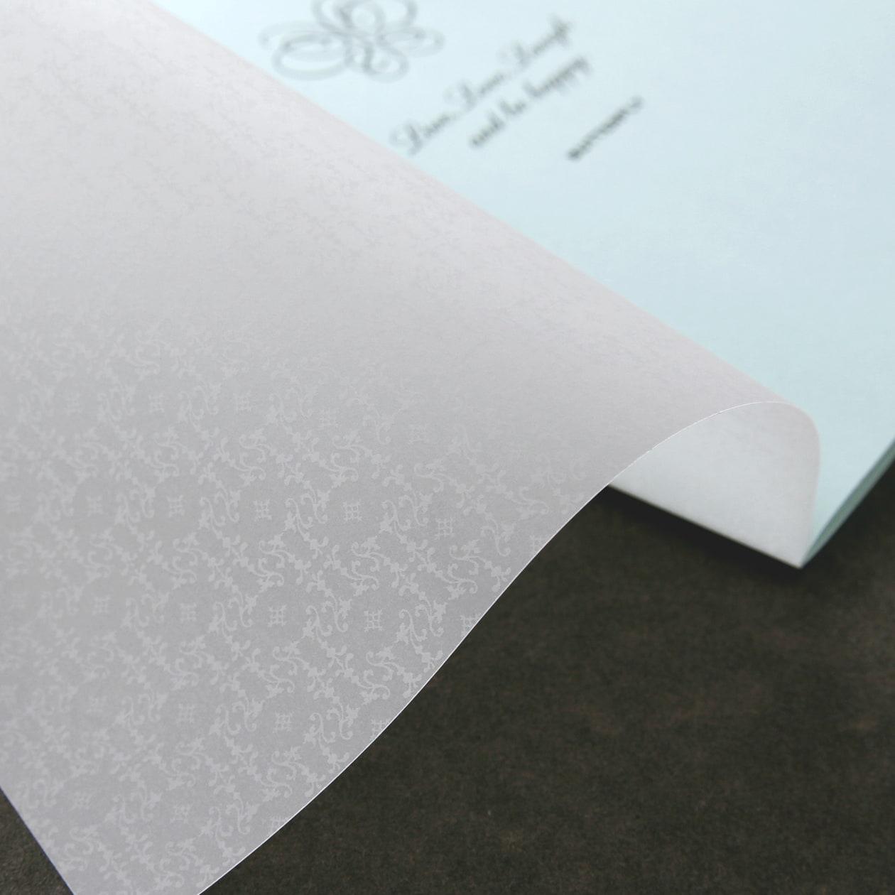 透け感のある表紙の冊子