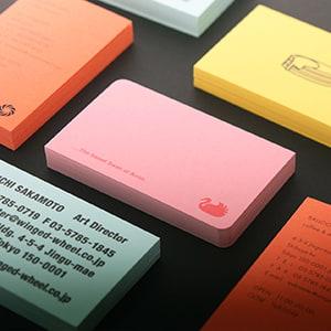 発色が美しいボード紙カラーの名刺