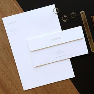 フォーマルなスーツブランドの社用便箋と封筒