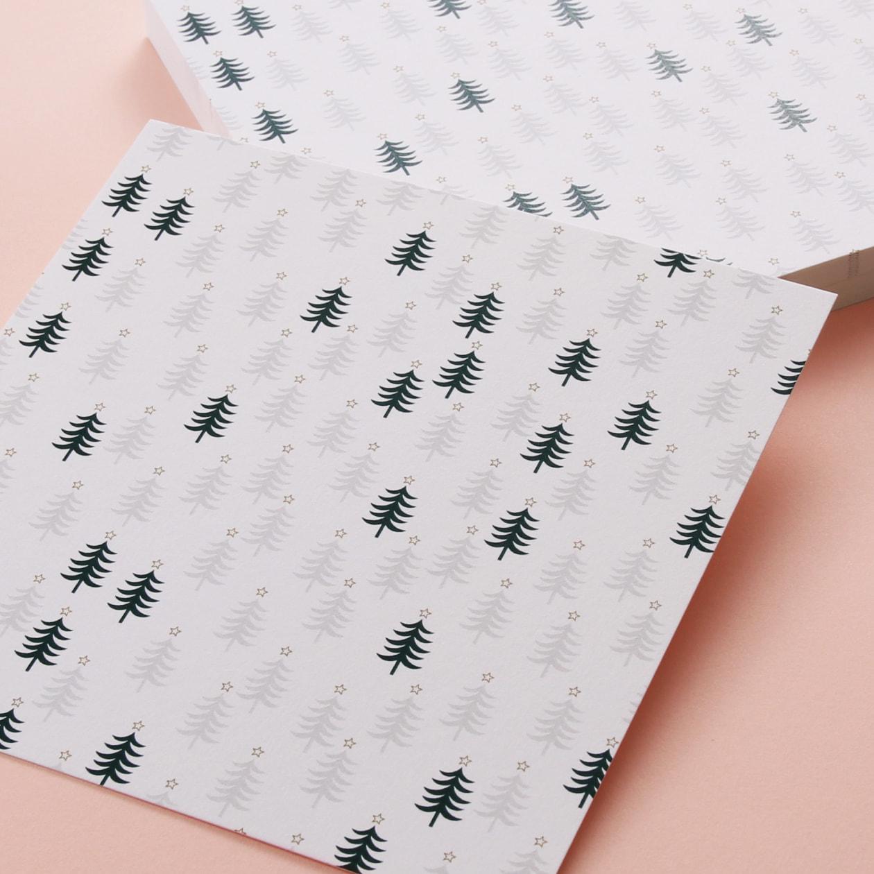 質感のある紙が引き立つ 静かな森の雪景色のカード