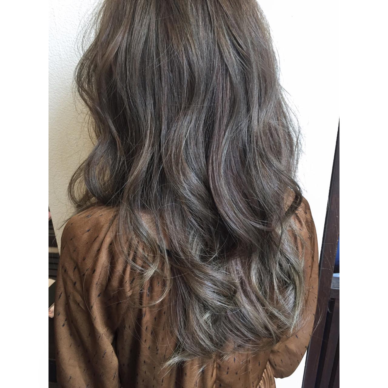 ロング ブルーアッシュ フェミニン 暗髪 ヘアスタイルや髪型の写真・画像