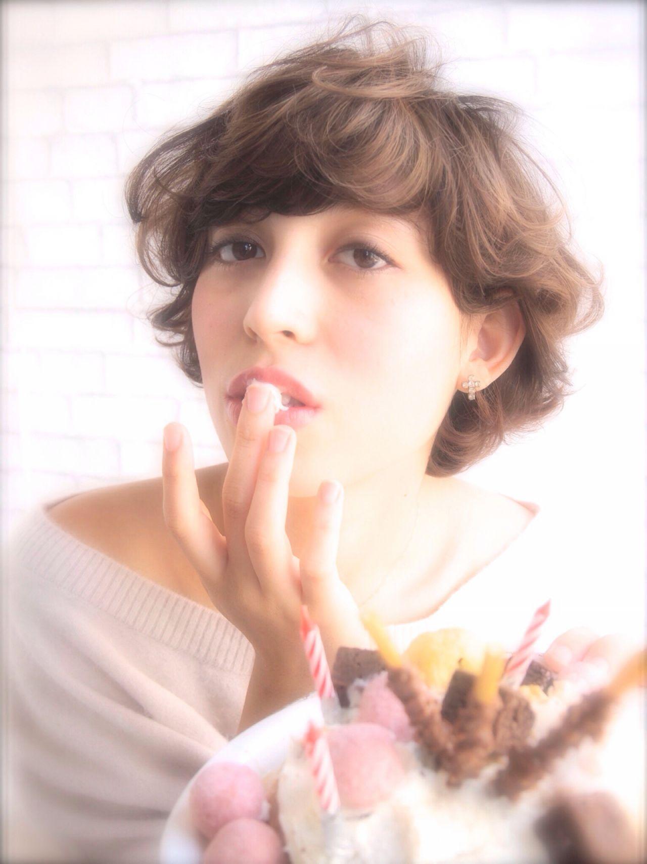 可愛いショートをつくるなら。ショートの巻き髪と巻き方のコツ  山下 純平 / nanuk