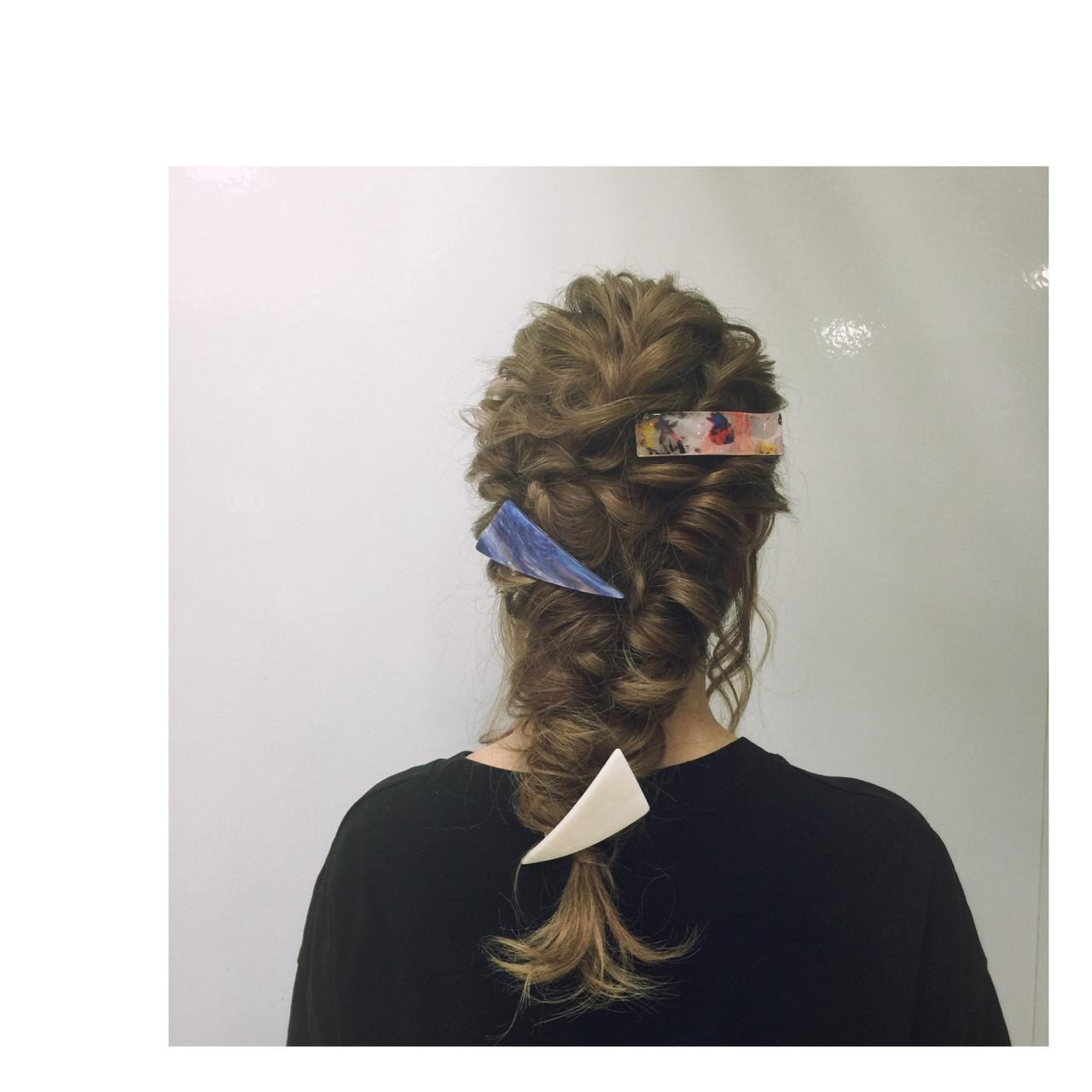 この冬はいつものスタイルにヘアアクセを+。トレンド感溢れるヘアアクセ4選!  金海きな