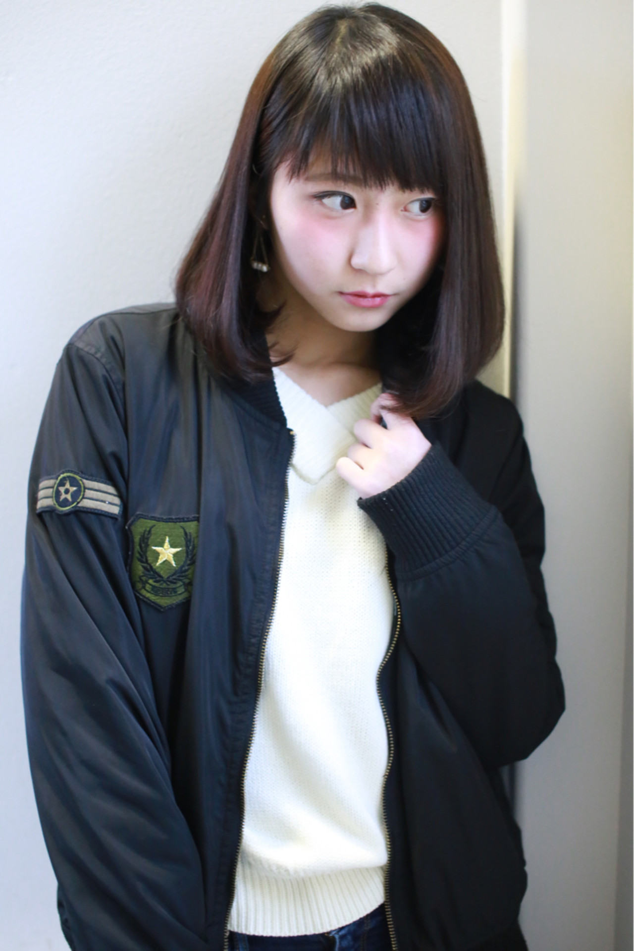 黒髪でも重く見えないミディアムスタイル7選 JOJI/Hama