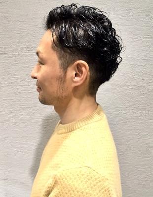 40代の男性こだわりのパーマと引き締め刈り上げカット(ko-28)