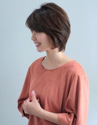 大人、ミセスのボリュームショートの髪型(ko-52)