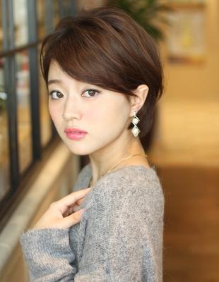 ミセス・大人女子の耳かけショート(KE-545)