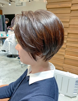 前髪長めの 前下がりショート(OM-163)