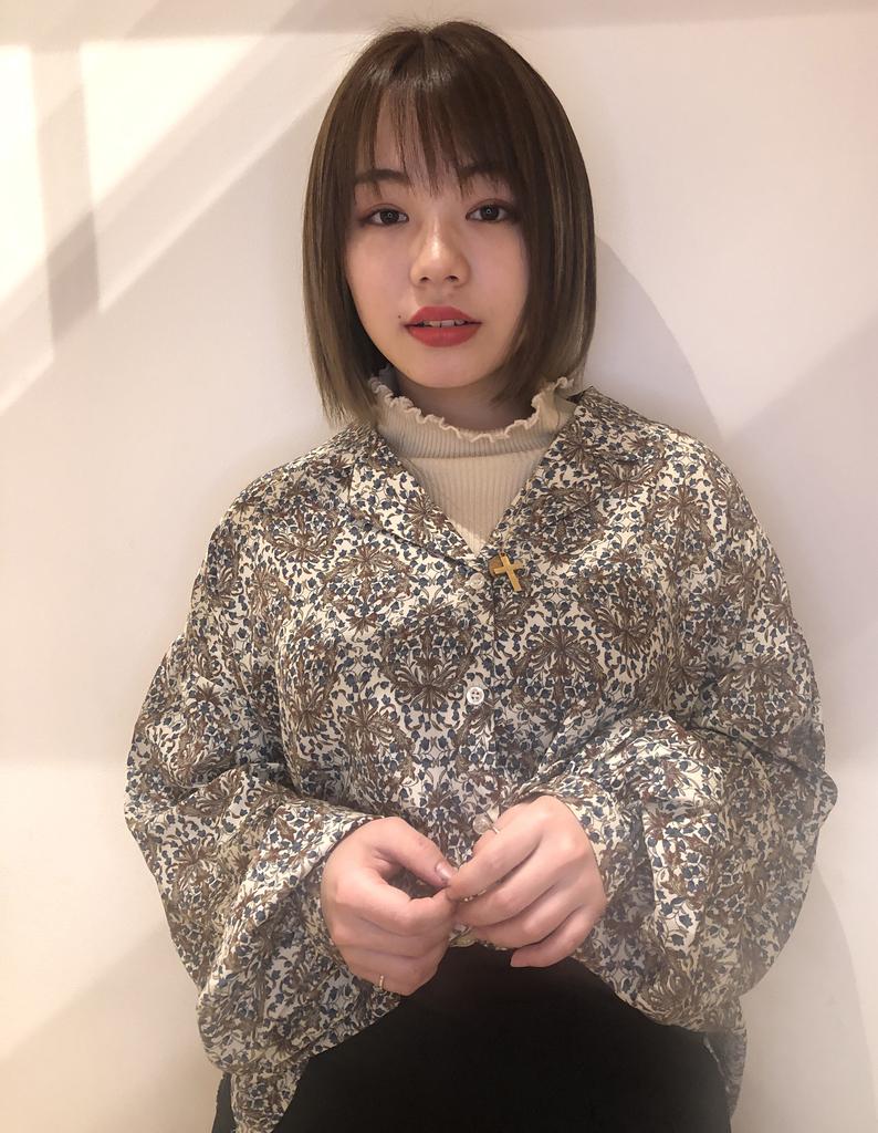 【鈴木】切りっぱなしボブぱっつん前髪3Dハイライト