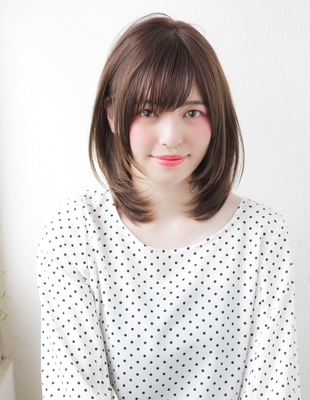 小顔ナチュラルミディアムレイヤーの髪型(TO-31)