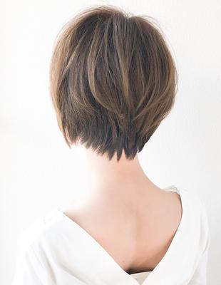 後ろ姿が綺麗な大人のショートヘア(SH−95)