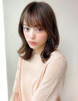 流し前髪 ミディアムレイヤー 外ハネ くびれヘア ベージュカラー (KI-138)