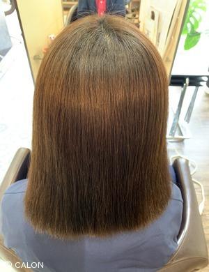 自然なストレートでしなやかな質感の髪質改善縮毛矯正