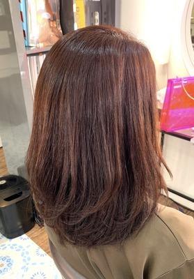白髪を染めながらピンクニュアンスのベージュカラー