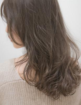【モノトーングレージュ】暗髪でも透明感を出せる髪色