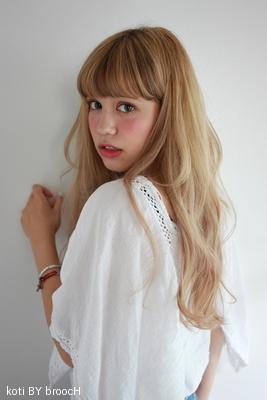 前髪ローライトがポイントのクリームベージュロング☆