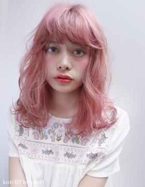 シャーベットピンクのスウィートミディ