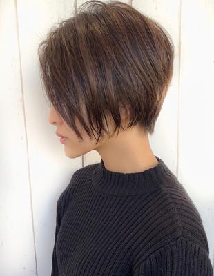 女っぽヘア高支持率◎顔型もカバーできるカジュアルショート(AK-264)