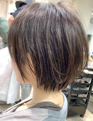 暗髪でも重く見せない束感センシュアルショート(YK−431)