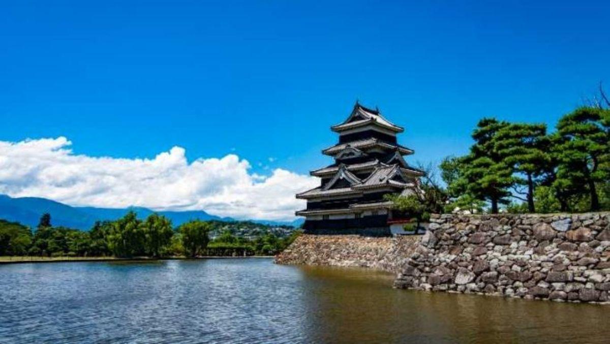 写真家が見る日本の美しい城(4) 国宝・松本城と信州長野の城