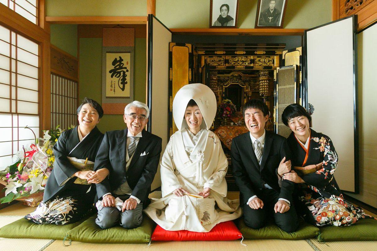 クスっと笑える結婚式の写真展「祝!結婚」、8月に東京・六本木で開催