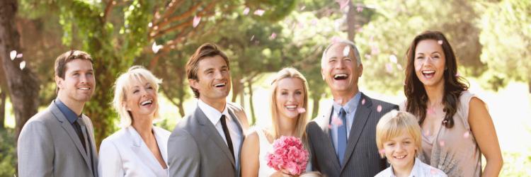 870ce0e93357d 夫婦や家族で結婚式に招待され、連名でご祝儀を出す場合でも、基本的には一人分のご祝儀金額の倍額をご祝儀として包むことが基準となります。