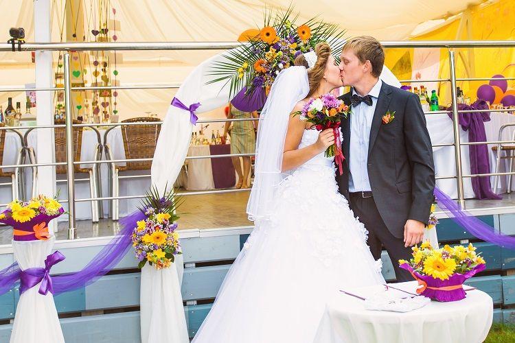 結婚式の決め方ガイド!理想の結婚式を叶えるための4ステップ