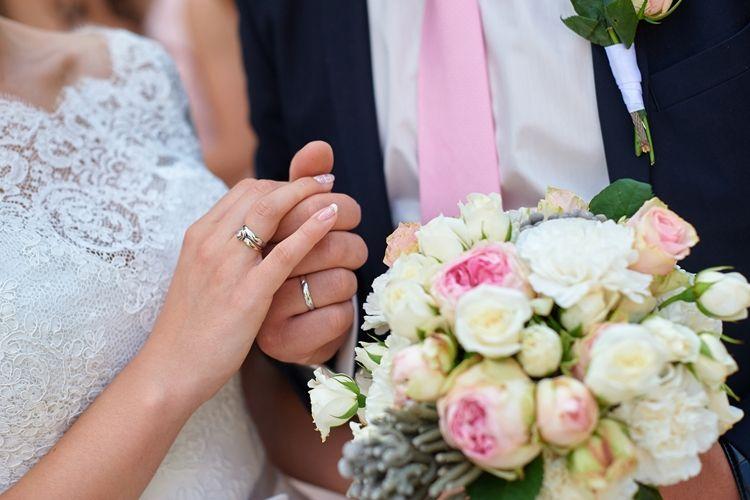 仏滅の結婚式は縁起が悪い?仏滅に結婚式をしたカップルは7.5%!