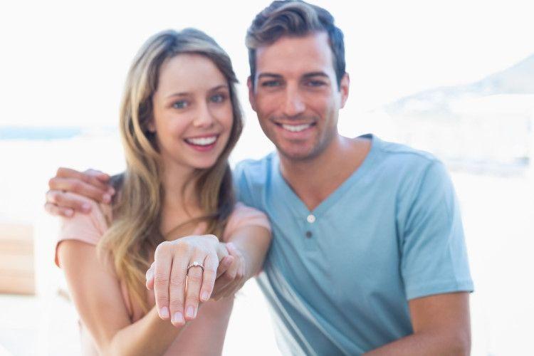 婚約指輪 カップル