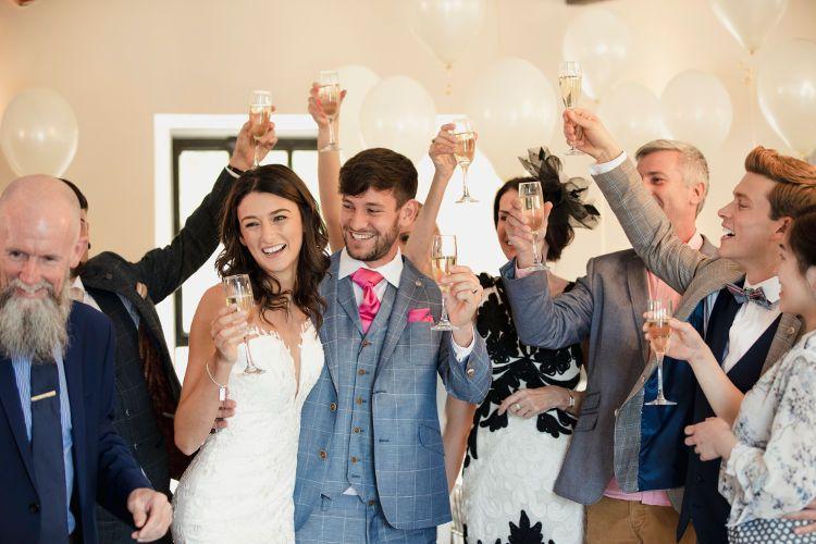 結婚式の支払いは基本現金事前払い!どう分担するかは両家次第