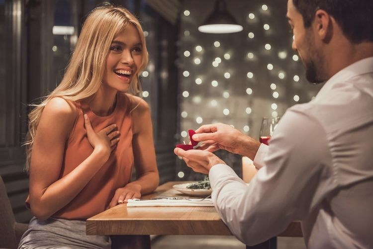 婚約指輪に刻印する人は59.6%!刻印にオススメのメッセージ5選