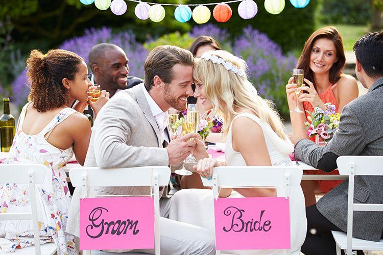 平均324.6万円!結婚式費用の相場と見積もり項目内容を徹底解説