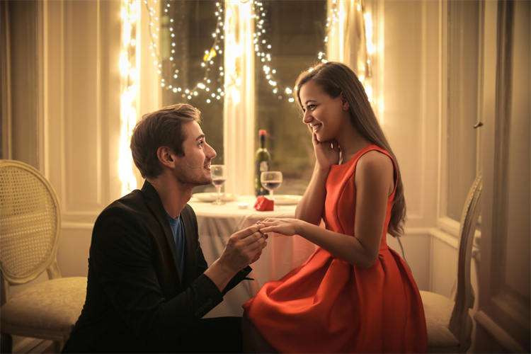 プロポーズ前の男性必見!タイミングや場所などプロポーズ情報まとめ