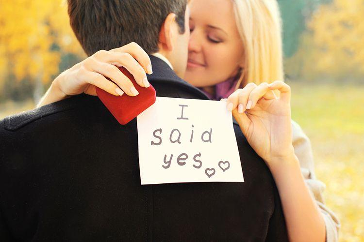 彼女が喜ぶ婚約指輪の選び方まとめ!一人で選んでも失敗しないコツ